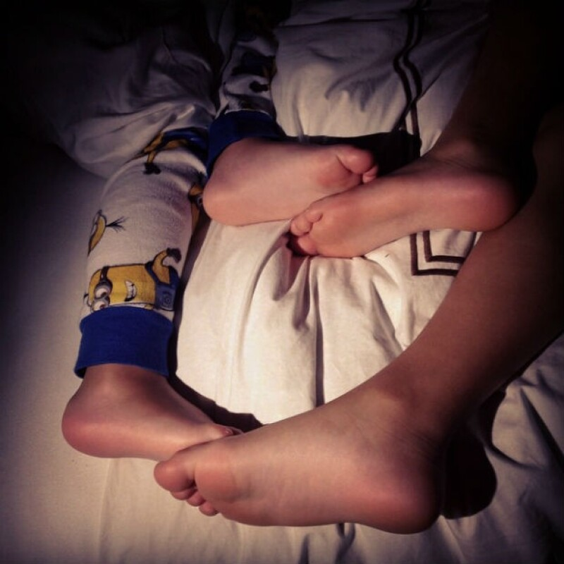 Cuando llega la hora de dormir, Thalía está al pendiente de sus hijos.