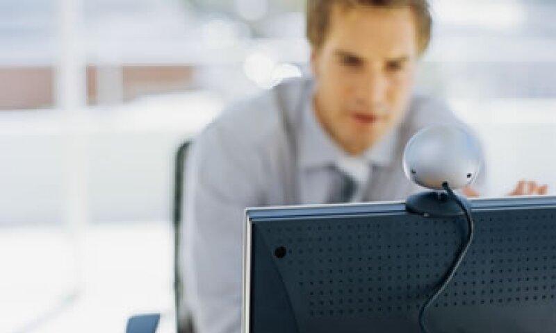 Preparar tu espacio es clave para una entrevista de trabajo en videoconferencia. (Foto: Thinkstock)