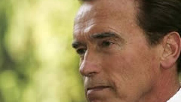 El gobernador de Calinfornia, Arnold Schwarzenegger pretende recortar el programa Familias Saludables para aportar 600 millones de dólares al déficit presupuestario de su Estado. (Foto: AP)