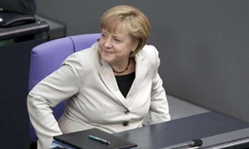 La canciller de Alemania, Angela Merkel, dijo que los países de la zona euro deben tomar la iniciativa en la solución de sus problemas.  (Foto: Reuters)