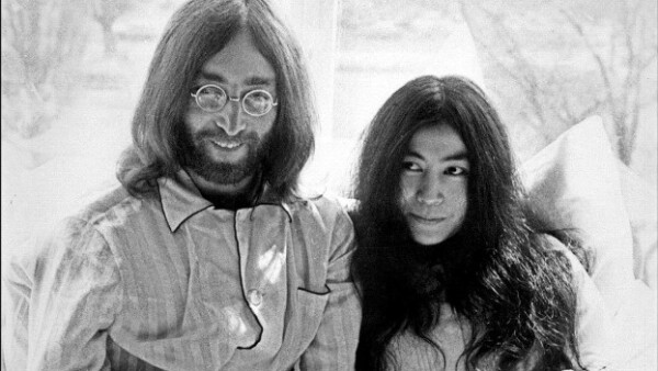 John Lennon y Yoko Ono son fotografiados en Amsterdam