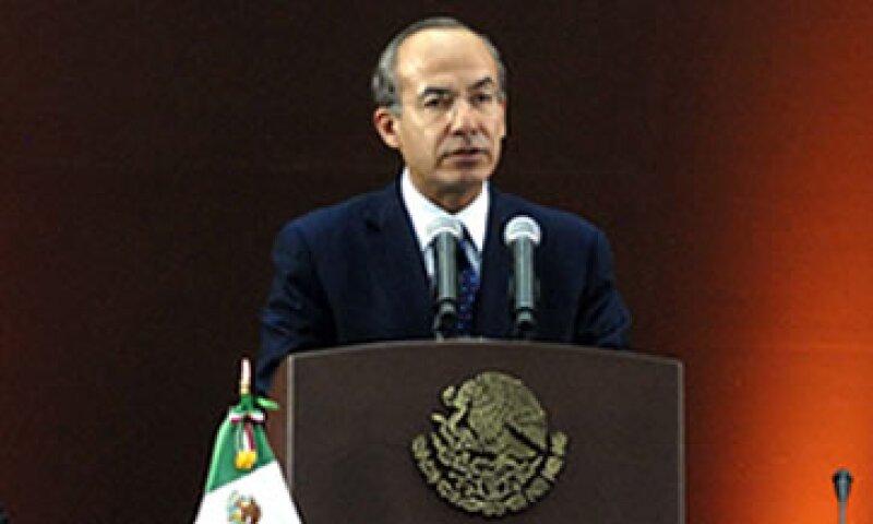 El presidente Calderón espera el retiro total de los focos incandescentes en los próximos años. (Foto: Notimex)