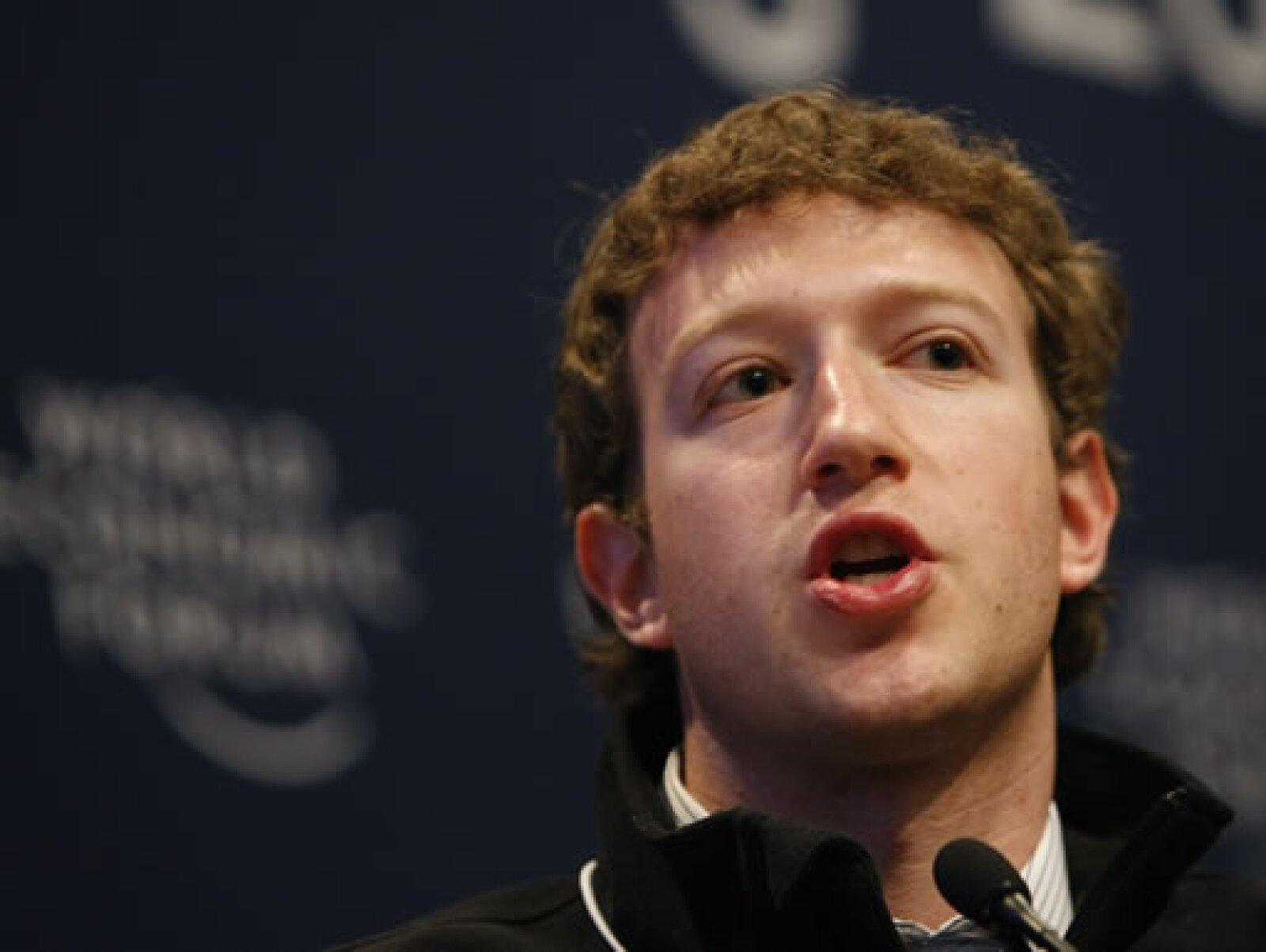 Mark Zuckerberg, fundador de Facebook, resaltó que el acceso a Internet móvil hace más fácil a una gran cantidad de gente compartir información.