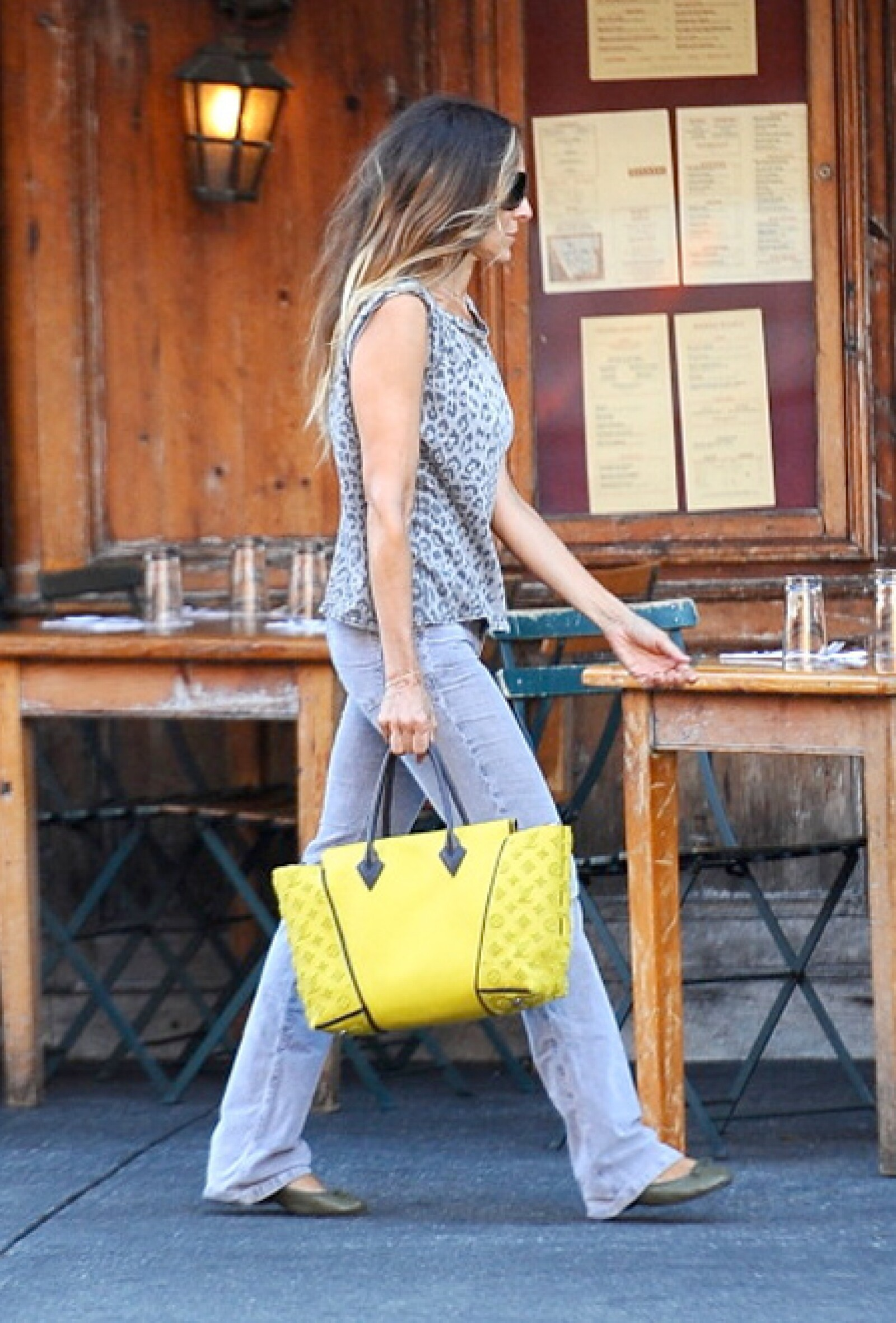 Sarah Jessica Parker fue de las primeras en presumir el nuevo modelo de Vuitton.