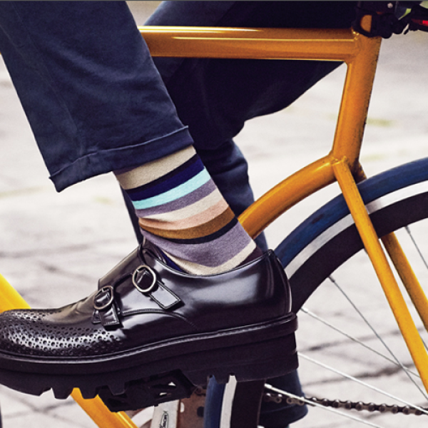 Zapatos, Thom Browne para Silver Deer. Tapete, Bo Concept.
