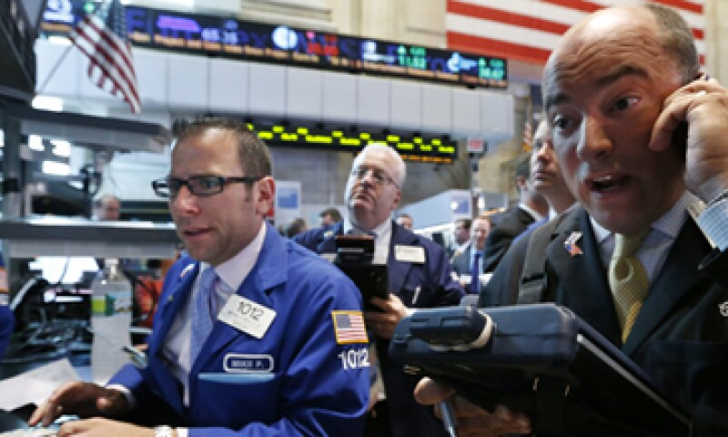 El Dow Jones descendió 83.17 puntos a 12,653.12 unidades. (Foto: Reuters)
