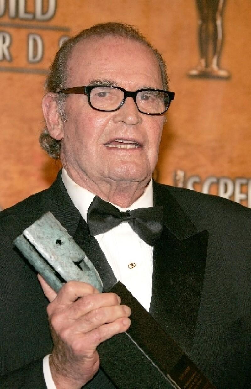 El actor que interpretó a Noah Calhoun `Duke´ en su vejez durante la cinta, falleció este sábado a los 86 años de edad de muerte natural, de acuerdo con el portal TMZ.