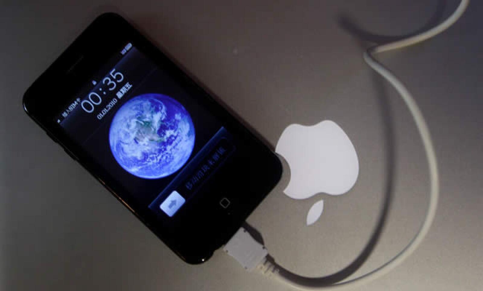 La tienda que denunció una bloguera estadounidense no fue cerrada, pues espera la licencia de Apple para vender, dijo el Gobierno.