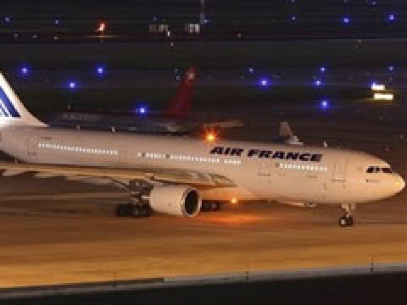 El vuelo AF 447 partió el domingo de Rio de Janerio con destino a París, donde nunca arribó. (Foto: AP)