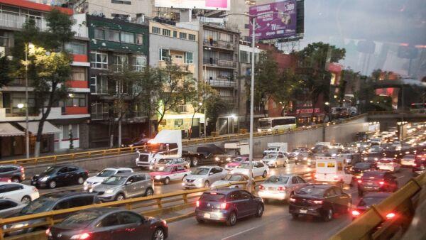 CIUDAD DE MÉXICO, 19NOVIEMBRE2019.- Intenso tráfico en el Circuito Interior, en ambos sentidos. FOTO: VICTORIA VALTIERRA / CUARTOSCURO.COM