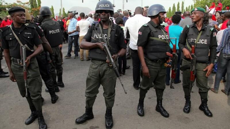 Elementos de las fuerzas federales de Nigeria llevan a cabo una búsqueda de los militantes de Boko Haram