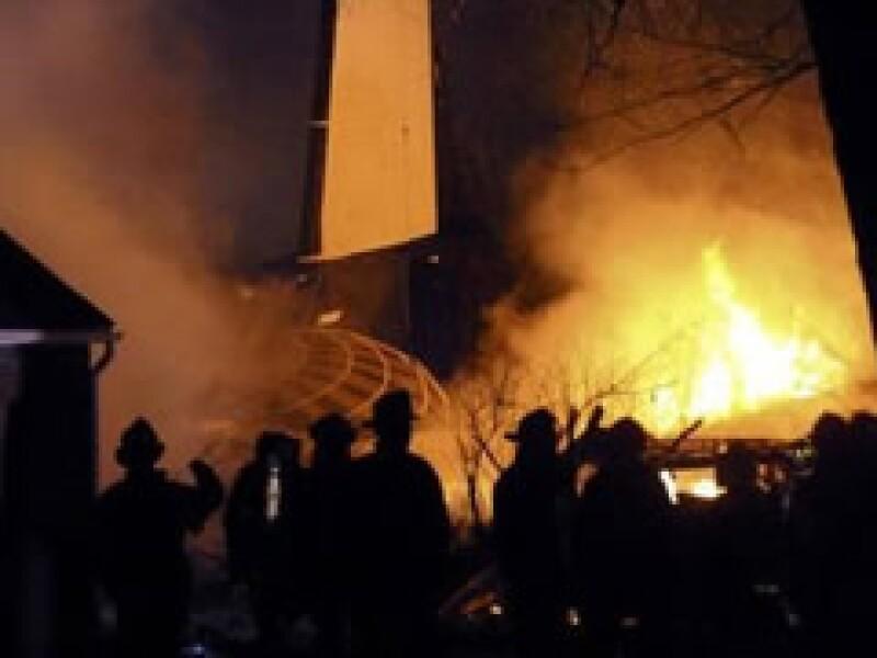Hasta el momento se reportan 50 muertos por el avión que se estrelló el jueves en la ciudad de Buffalo. (Foto: Reuters)