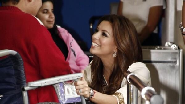 La actriz de `Desperate Housewives´ viajó a México para apoyar el Teletón y aprovechó para visitar el centro de rehabilitación de Tlalnepantla, donde realizó un recorrido por las instalaciones.