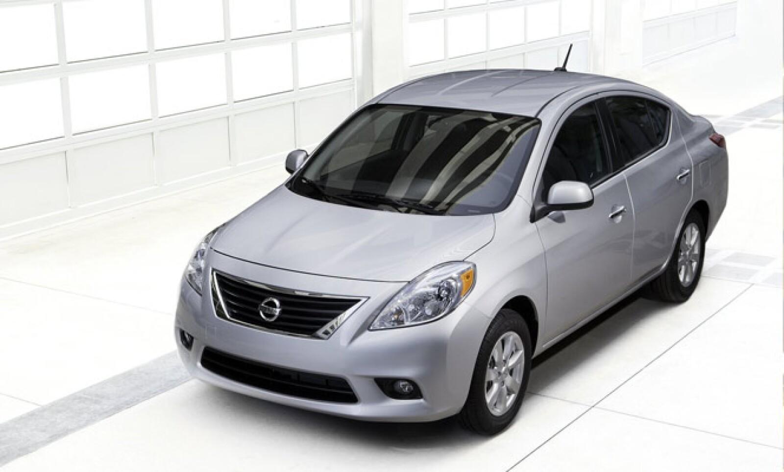 Con dos versiones, Sense y Advance, el nuevo Nissan Versa se convierte en un modelo adicional que complementa el portafolio de productos de la marca en el segmento de los compactos, ubicado entre los modelos Tiida y Sentra.