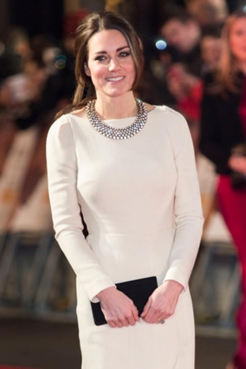De acuerdo con el diario español ABC, la monarca ha decidido que la esposa del príncipe Guillermo renueve un poco su imagen pública.