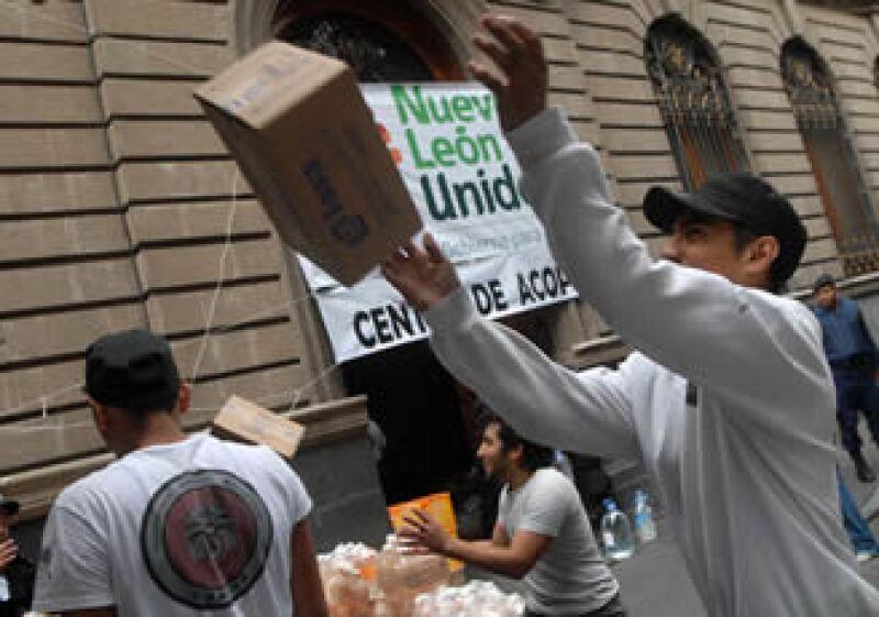 La ayuda para los damnificados sigue llegando a los estados afectados. (Foto: Notimex)