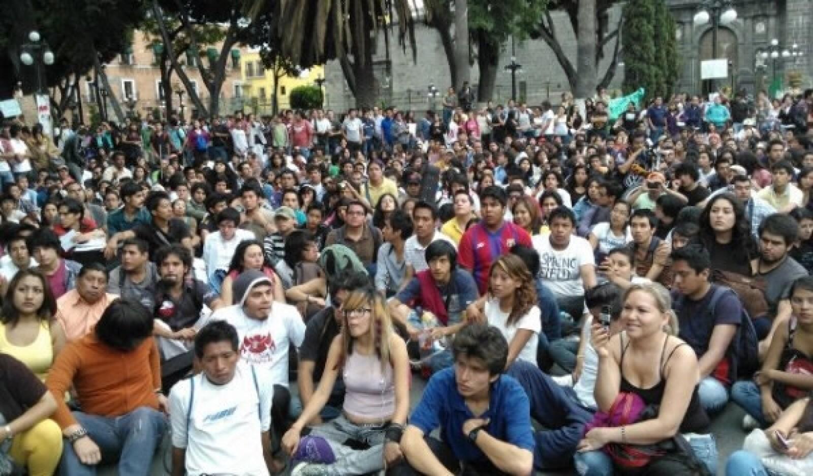 #Yosoy132 protesta ante sede del ife en Puebla 3