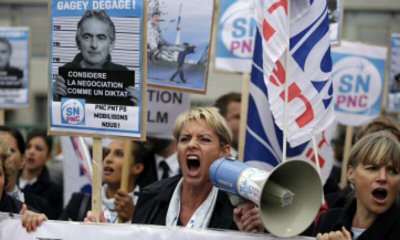 Entre 1,000 y 2,000 manifestantes se habían agrupado delante de la sede de la compañía. (Foto: AFP)