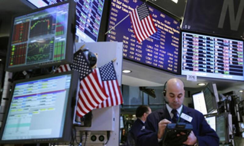 Las acciones cerraron con un ligero descenso al estancarse las negociaciones por un canje de deuda griega. (Foto: Reuters)