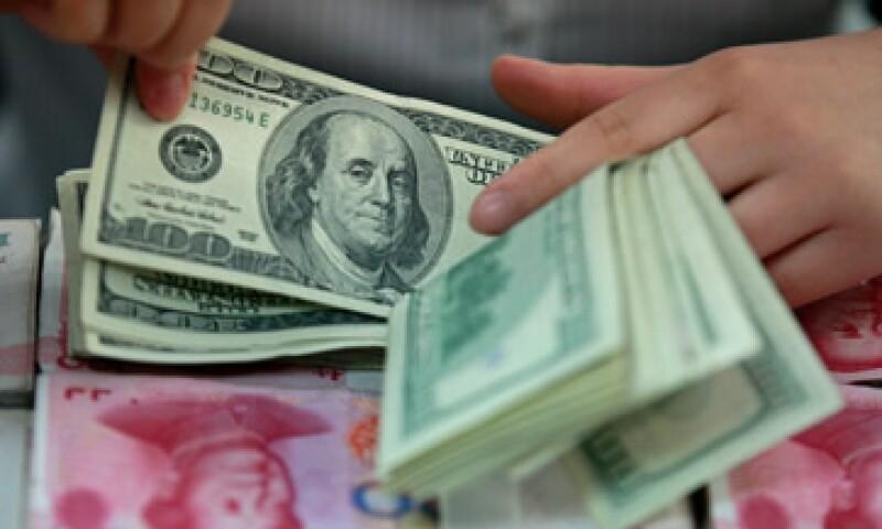 El Banco de México infromó que el tipo de cambio es de 12.9942 pesos para solventar obligaciones denominadas en moneda extranjera. (Foto: Reuters)
