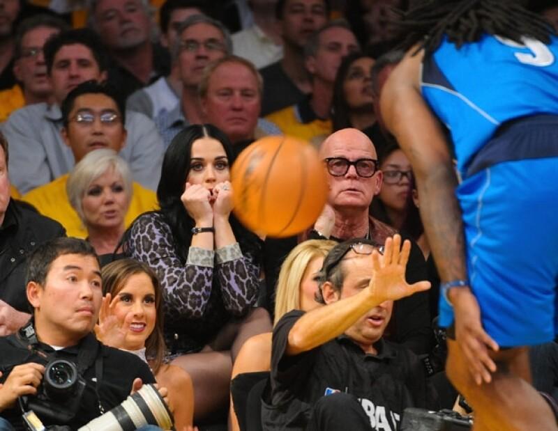 Katy y Russell asistieron al juego de Los Ángeles contra Dallas.