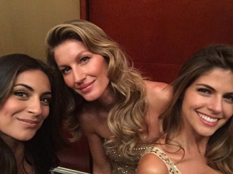 En esta imagen aparece Ana Brenda junto a Gisele Bündchen y Stephanie Cayo, la imagen de la marca en Perú.