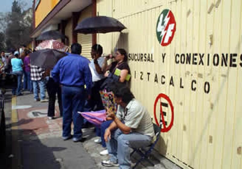 Los electricistas interpondrán amparos individuales y colectivos contra el decreto presidencial que extingue a Luz y Fuerza. (Foto: NTX)