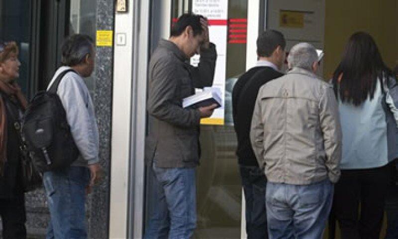 El Gobierno prevé que la economía española continúe contrayéndose.  (Foto: AP)
