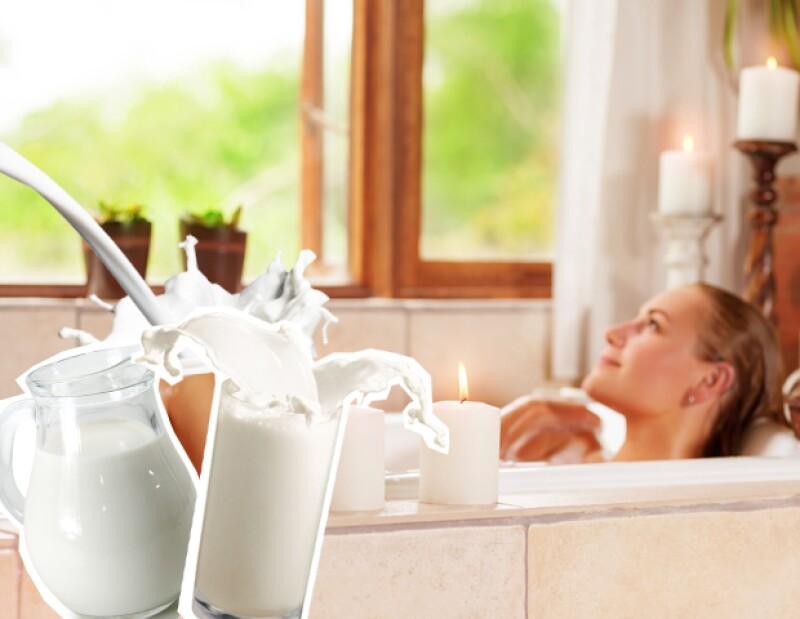 La leche ayuda a que la piel mantenga por más tiempo su elasticidad.