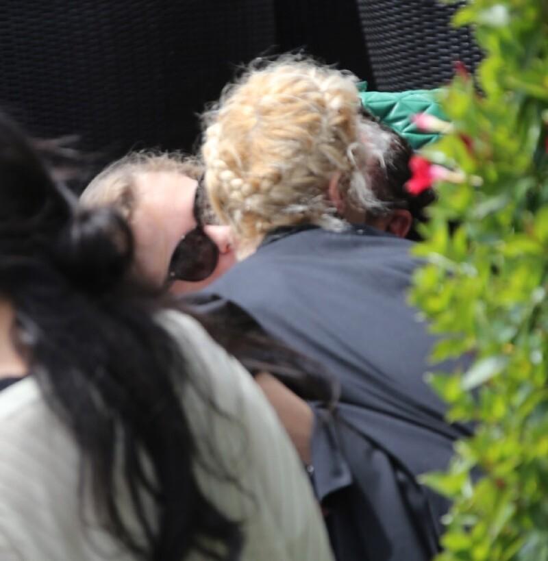 Durante el festival de cine de Cannes la supermodelo británica se dejó ver intercambiando muestras de cariño con su amiga Aymeline Valade. Pero, ¿qué pasó con Michelle Rodríguez?