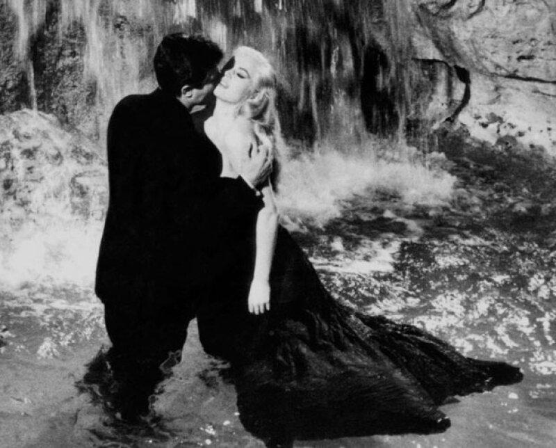 Anita Ekberg que se hizo famosa por la sensual escena en la Fontana de Trevi en la cinta La Dolce Vita, falleció hoy a la edad de 83 años.