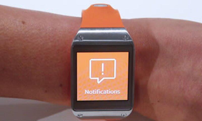 28% de los adultos conectados en EU desean usar un reloj inteligente, 10% prefiere lentes inteligentes y 3% sensores injertados.   (Foto:Reuters)