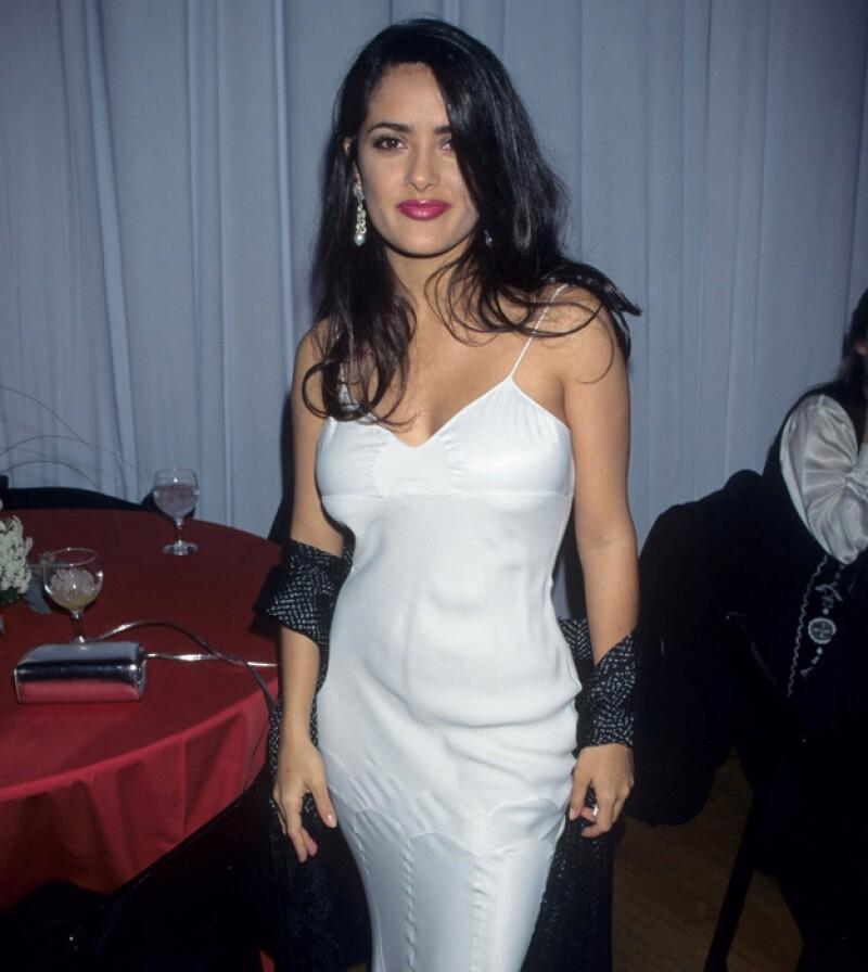 Así lucía Salma Hayek a sus 29 años de edad. Hoy tiene 48 y ha pulido su estilo muy notablemente.