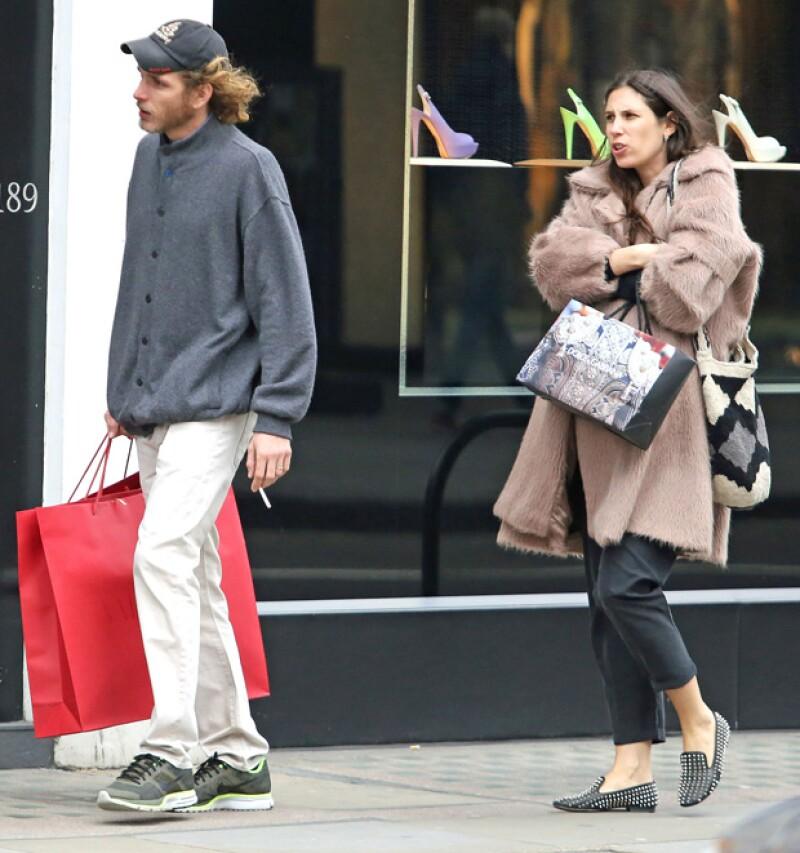 Falta muy poco para que nazca el próximo integrante de la familia Casiraghi. Así se dejó ver el hijo de la princesa Carolina de Mónaco con su esposa en su último mes de embarazo en Londres.
