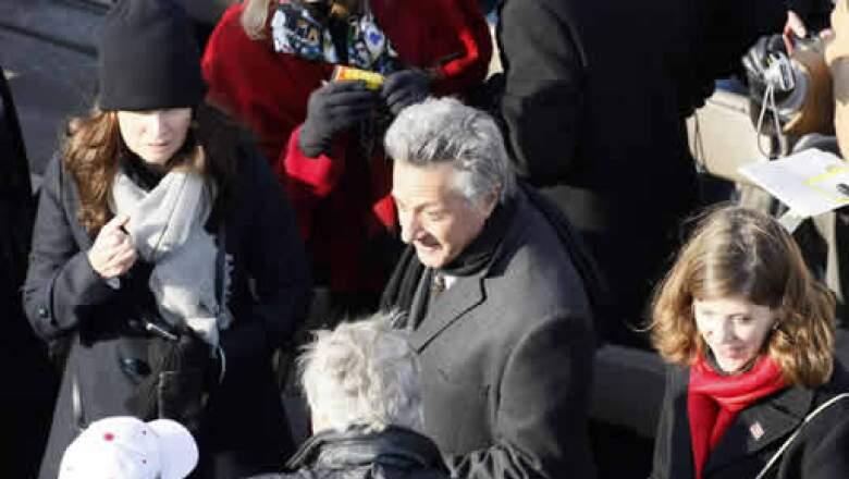 El actor Dustin Hoffman y su esposa Lisa, al momento de llegar al acto.