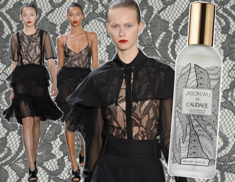 El diseñador se inspiró en el encaje que usó en su colección primavera verano 2016 para el diseño de la botella.