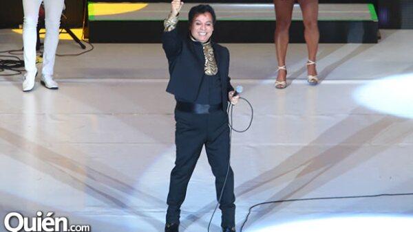 Juan Gabriel no ha perdido su conexión con el público ni la capacidad que tiene de convertir el Auditorio Nacional en un lugar lleno de recuerdos, emociones e historias.