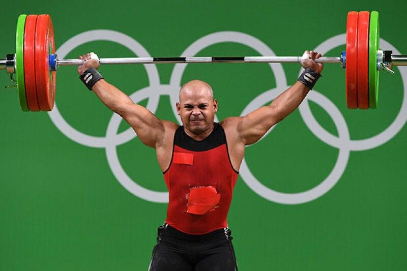 Bredni Roque acusó a la Federación Mexicana de Levantamiento de Pesas y al Comité Olímpico Mexicano de darle un uniforme adecuado para la competencia.