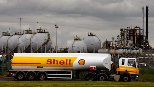 Shell aseguró que el recorte de empleos forma parte de su estrategia por hacerle frente a los bajos precios del crudo.
