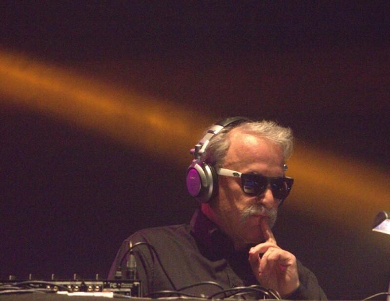 Una sinfonía de rock en inglés y mezclas de sonido electrónicos invadieron los cuatro escenarios del festival musical, que hizo bailar y cantar a 160 mil personas en el Autódromo Hermanos Rodríguez.