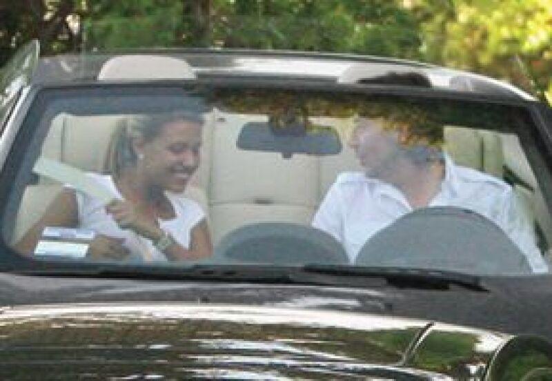 Ésta es la primera foto en que captaron a Michelle y Asensi. Fue el Día del Padre en junio del año pasado, después de comer en compañía de Luismi y Aracely.
