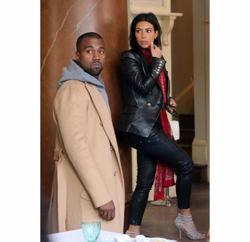Los recién casados están en la capital de la República Checa para asistir a la boda del estilista de Kanye. Aprovecharon su estancia con una cena romántica en el centro de la ciudad.