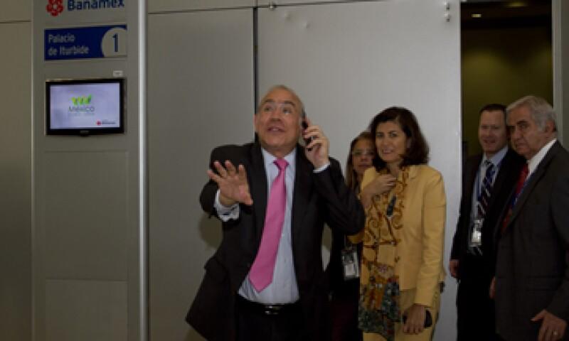 José Ángel Gurría se reunió con el líder magisterial en Francia. (Foto: Cuartoscuro)
