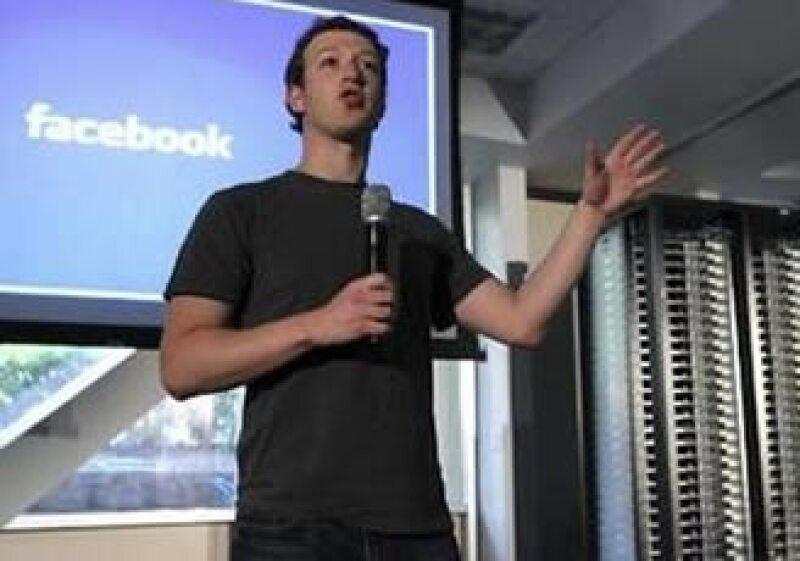 Mark Zuckerberg dijo que los nuevos servidores serán 38% más eficientes en el consumo de electricidad. (Foto: Reuters)