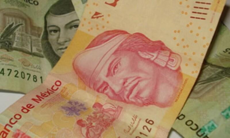 El peso ganó 0.94 centavos, a 13.13 unidades por dólar, en su valor a 24 horas. (Foto: Karina Hernández)