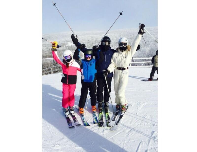 La ex pareja recibió el 2014 en Quebec, donde disfrutaron de un día para practicar esquí en familia.