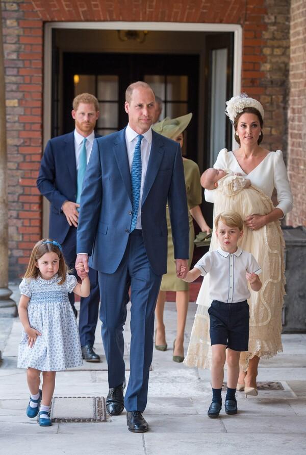 Los Duques de Cambridge con los príncipes Charlotte, George y Louis
