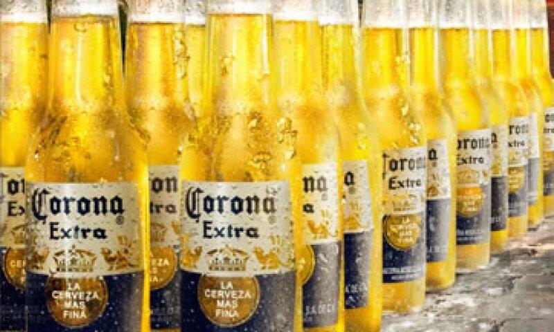 Un acuerdo con Grupo Modelo, le daría a AB InBev, la mayor cervecera mundial, el acceso a un mercado mexicano que crece anualmente de 2 a 3%. (Foto tomada de facebook.com/coronaextramexico)