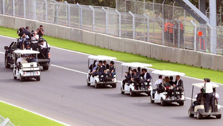 El mandatario recorrió los 4.3 kilómetros de la pista, que ha sido renovada en su totalidad para cumplir con las especificaciones requeridas por la Fórmula 1.