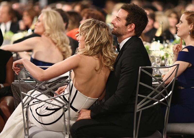 El actor acudió a la entrega anual de los premios SAG acompañado por Suki Watherhouse, su joven novia, de quien no se separó en toda la noche.